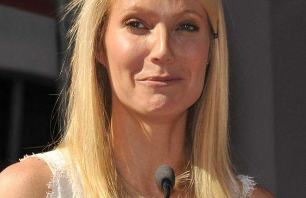 Gwyneth-Paltrow-Hollywood-Walk-of-Fame-2010-face-frozen
