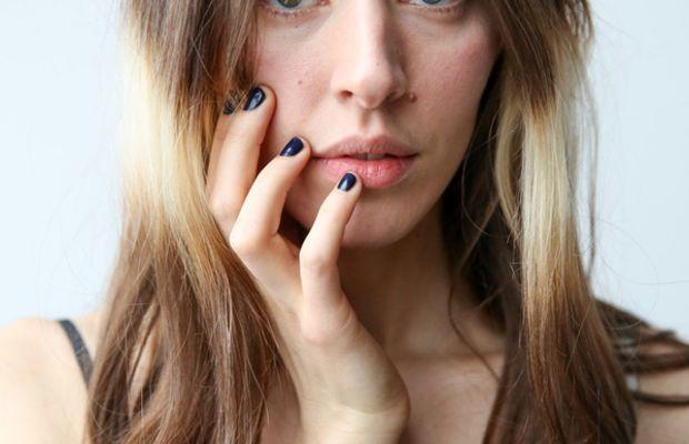 Splashlights hair trend - Caroline Polachek