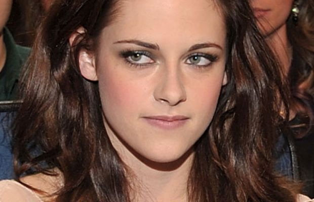 Kristen-Stewart-Peoples-Choice-Awards-Jan-2011