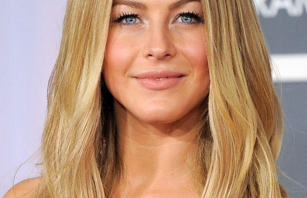 Grammy-Awards-2012-Julianne-Hough