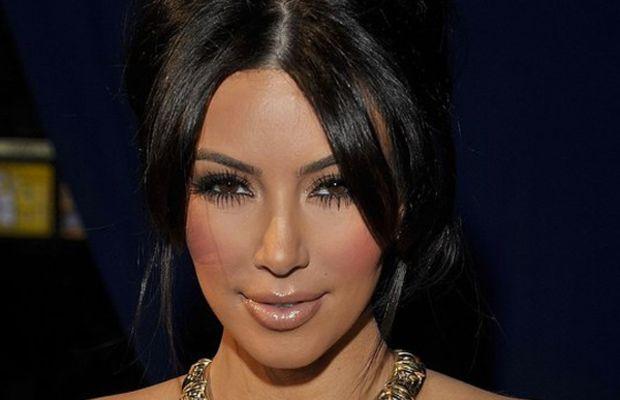 Kim-Kardashian-Peoples-Choice-Awards-Jan-2011