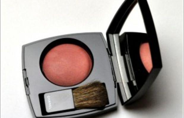 chanel-fall-2010-makeup-rose-temptation-blush-300x267