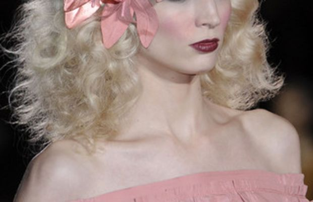 MARC-JACOBS-SPRING-RTW-2011-BEAUTY-010_runway