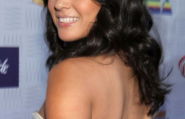 Olivia Munn shimmer shoulders