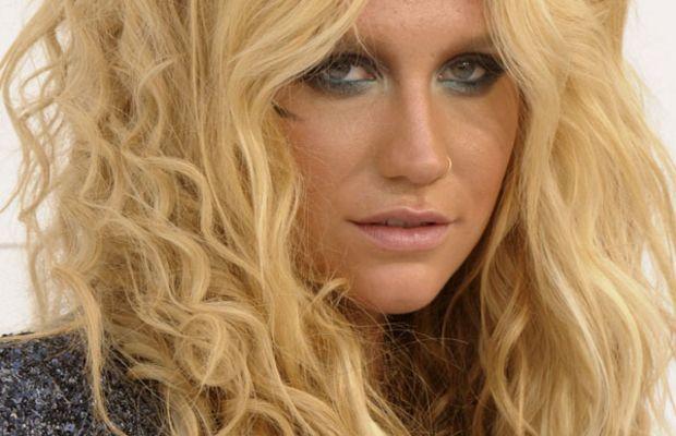 Kesha-Billboard-Music-Awards-2011