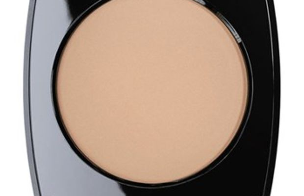 Chanel Les Beiges Healthy Glow Sheer Colour SPF 15 in No. 30