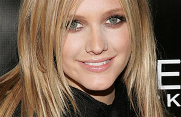 Ashlee Simpson - long, blonde, side-parted hair