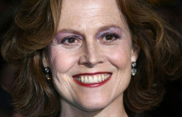 Sigourney-Weaver-purple-eyeshadow