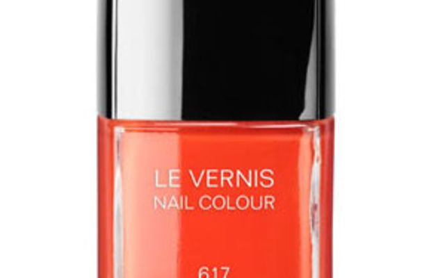 Chanel Le Vernis Nail Colour in Holiday