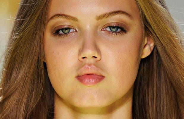Versace-Spring-2012-beauty-2