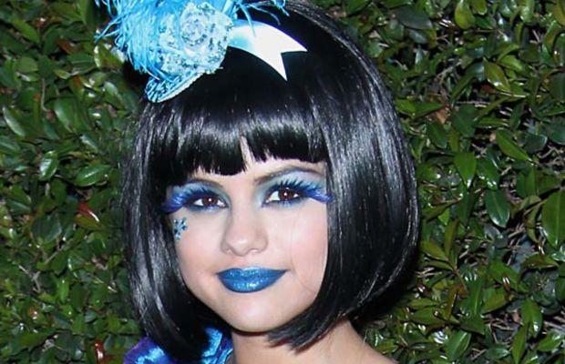 Selena Gomez, Perez Hilton Blue Ball
