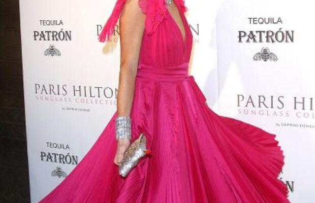 Paris-Hilton-hot-pink-lipstick-dress