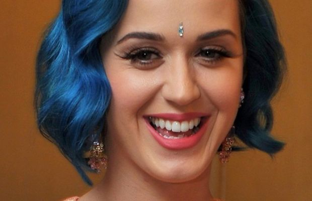 Katy-Perry-blue-bob-in-India-April-2012