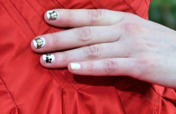 Zooey Deschanel - Golden Globes 2013 nails