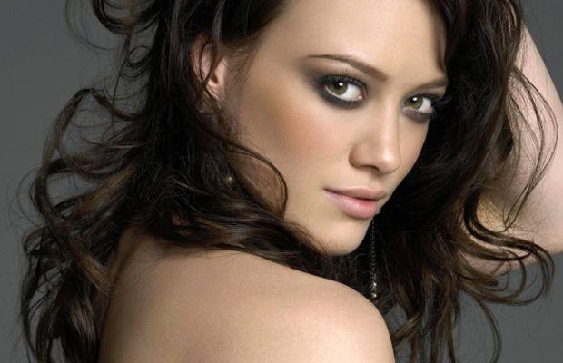 Hilary Duff brown wavy hair