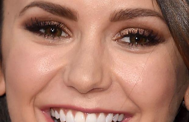 Nina Dobrev, American Music Awards 2015
