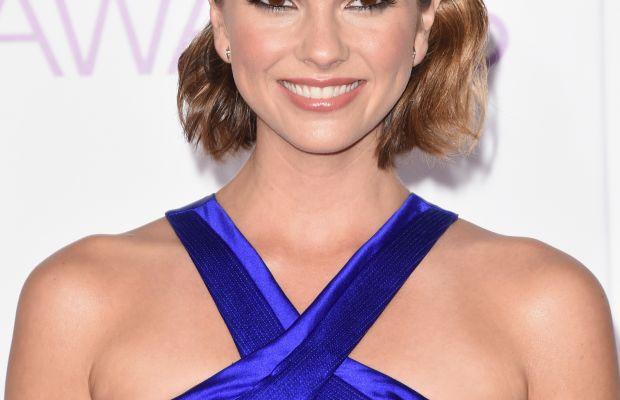 Shelley Hennig, People's Choice Awards 2016