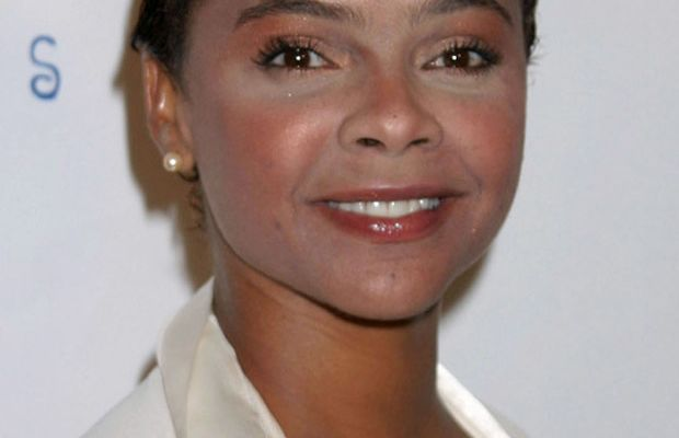 Face lighter than body - Lark Voorhies