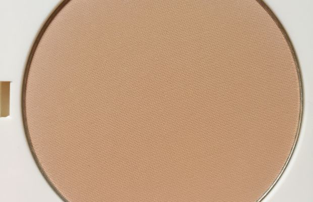 HM True Matte Finishing Powder (close-up)