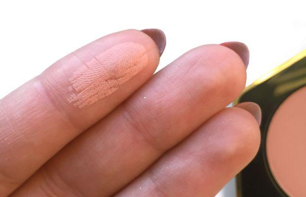 HM True Radiance Powder Blusher (swatch)