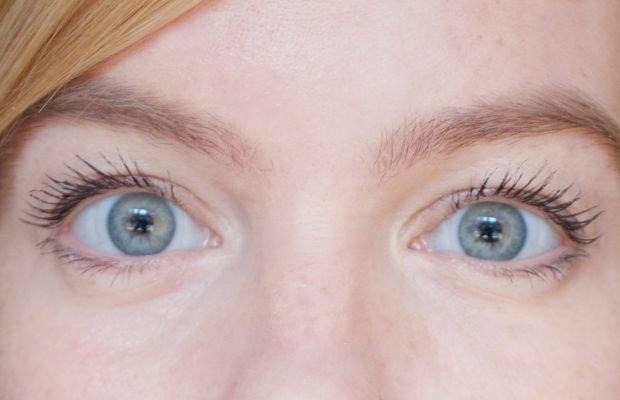 Lily Lolo Natural Vegan Mascara (on lashes)