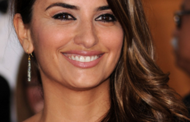 Penelope_Cruz_arrives_at_the_16th_Annual_Screen_Actors_Guild_Awards