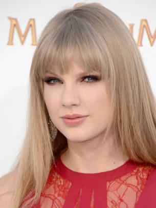 Taylor-Swift-Billboard-Music-Awards-2012-383x510