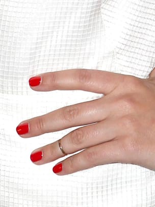 Sophia-Bush-Golden-Globes-2013-nails