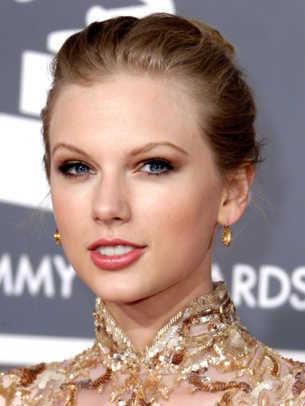 Taylor Swift - Grammy Awards 2012 - 383x510.jpg