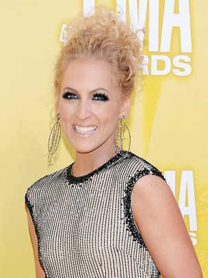 Kimberly-Schlapman-CMA-Awards-2012