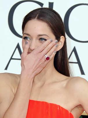 Marion-Cotillard-Golden-Globes-2013-nails