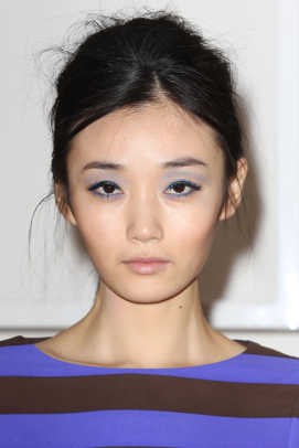 Lisa-Perry-Fall-2013-makeup-1