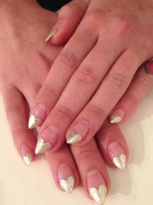 Kelly-Osbourne-Golden-Globes-2013-nails