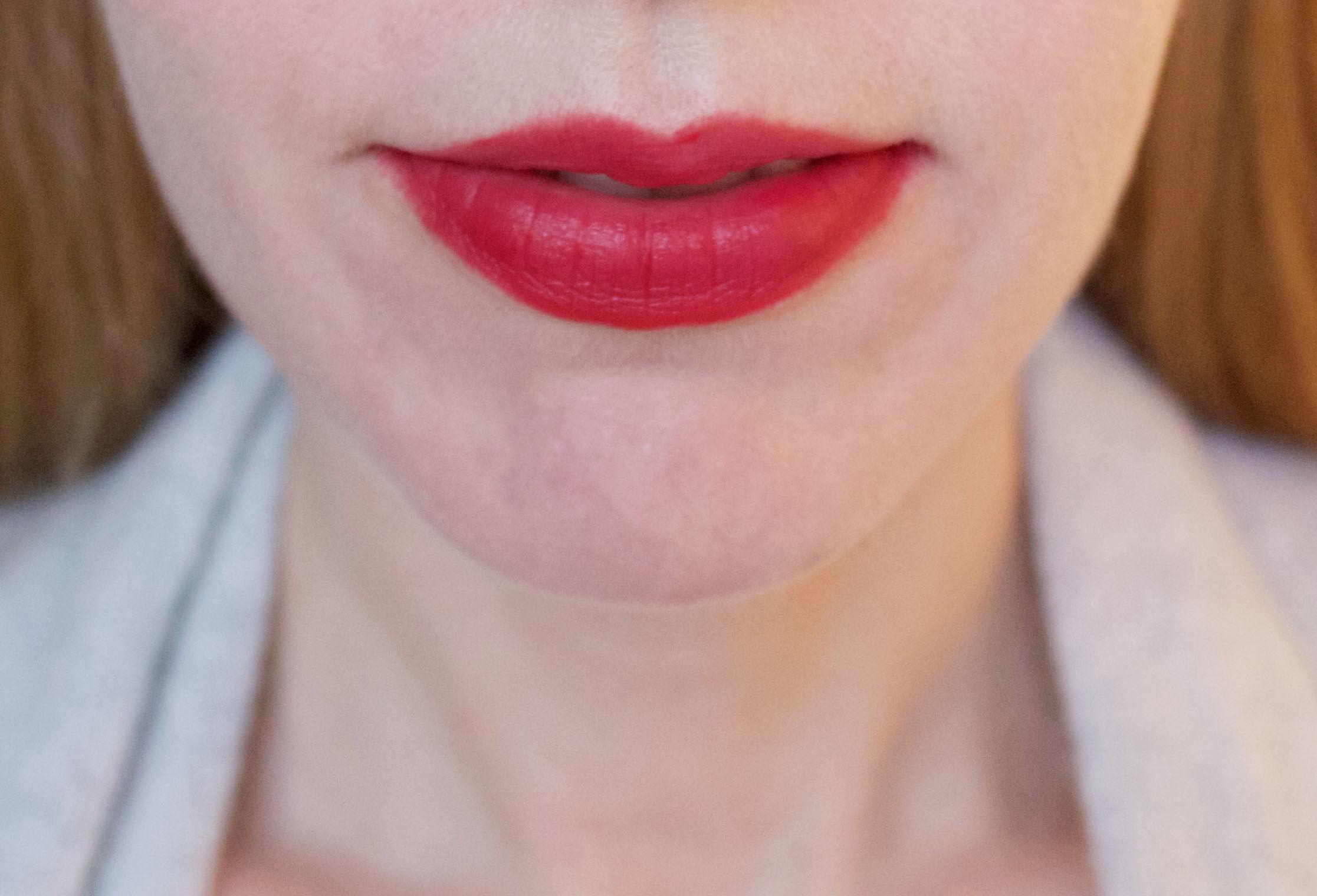 Bourjois Rouge Edition Velvet in 01 Personne Ne Rouge