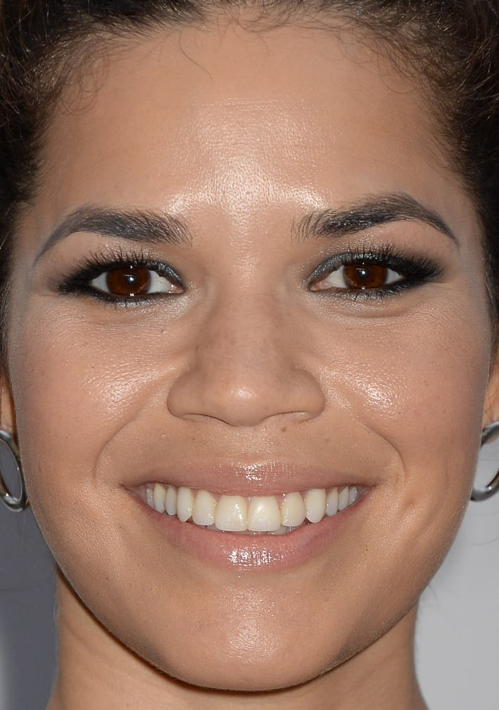 Best celebrity makeup looks glowing skin hot pink lip for Americas best paint