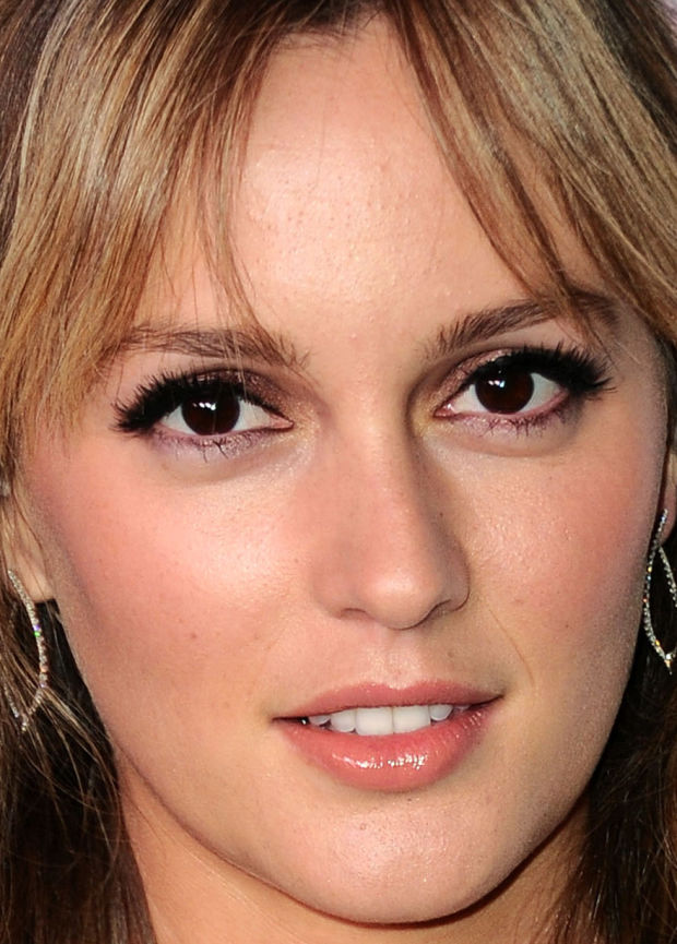 Best Celebrity Makeup Looks: Coral Lips, Shimmery ...