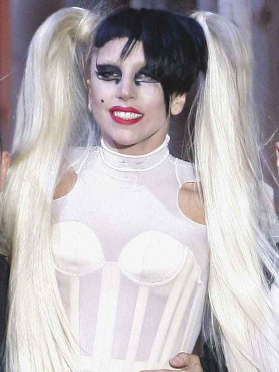 PFW-F11-Lady-Gaga-Thierry-Mugler