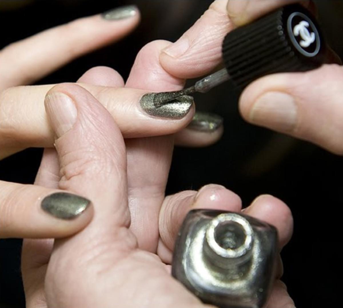 Chanel-Graphite-nail-polish-2