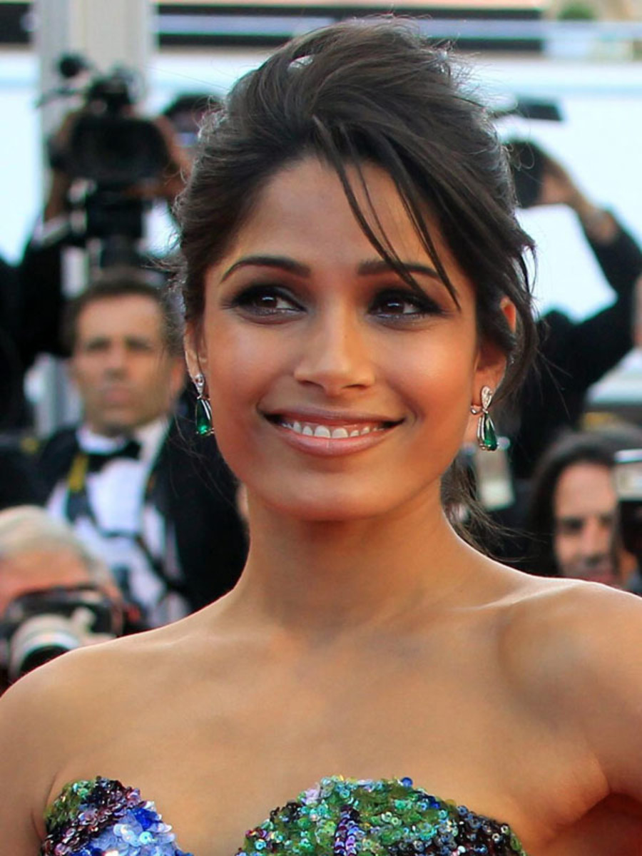 Freida-Pinto-Moonrise-Kingdom-premiere-Cannes-2012
