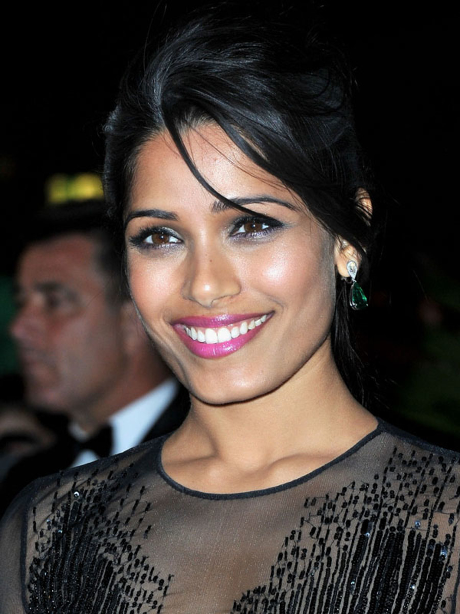 Freida-Pinto-Cannes-2012-opening-night-dinner
