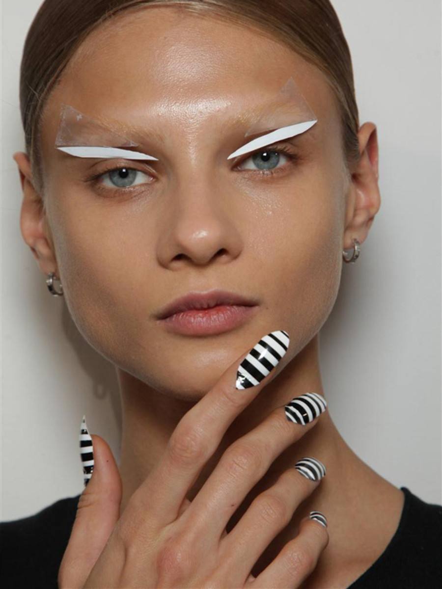 Gareth-Pugh-Spring-2012-beauty