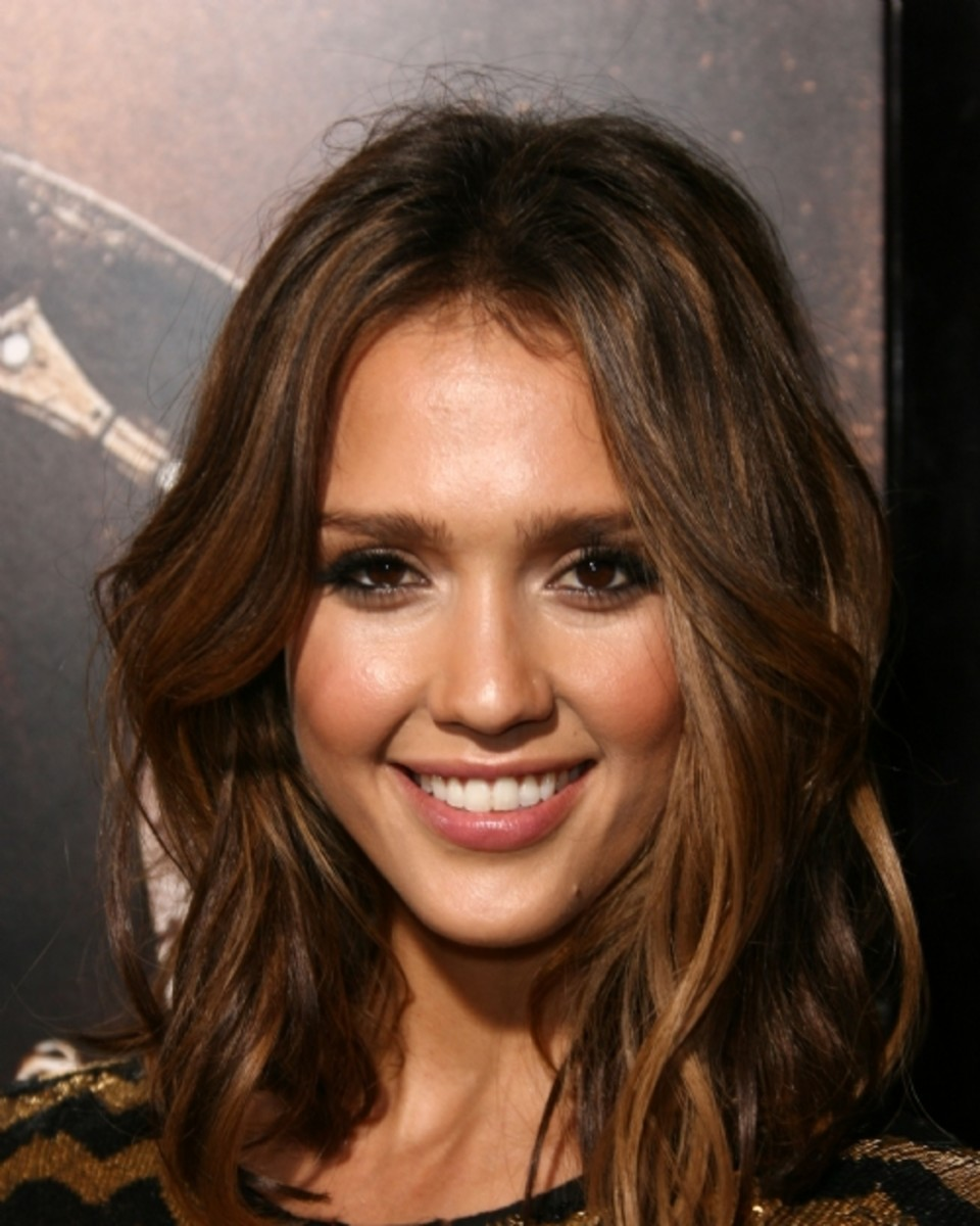 Jessica-Alba-tousled-hair-subtle-highlights