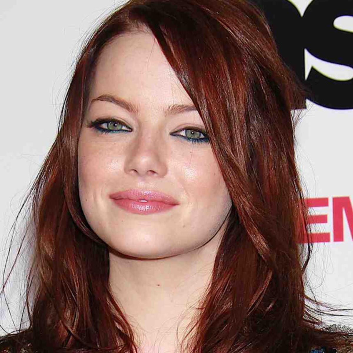 Emma-Stone-red-hair-navy-eyeliner