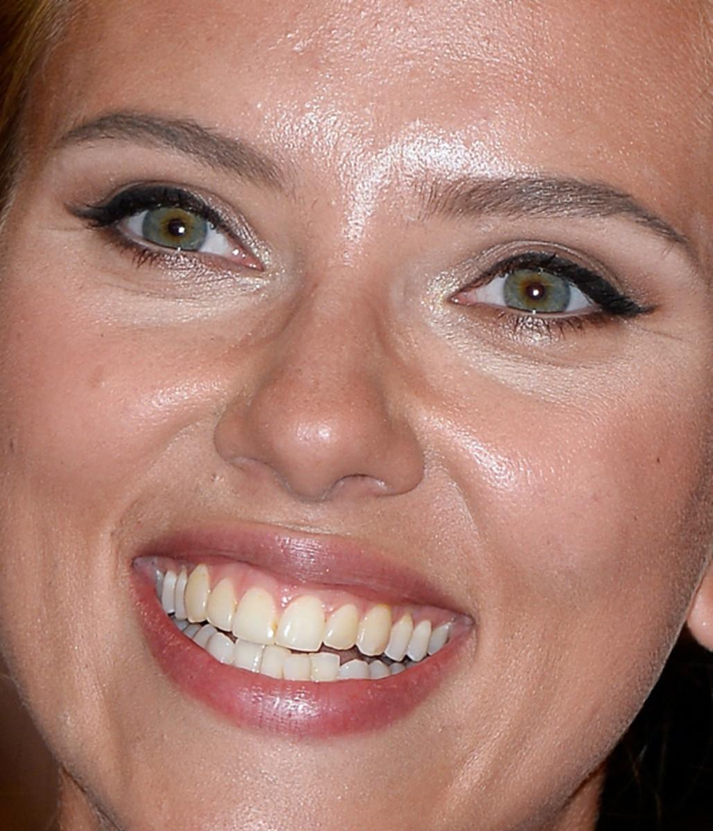 Scarlett Johansson makeup - winged liner