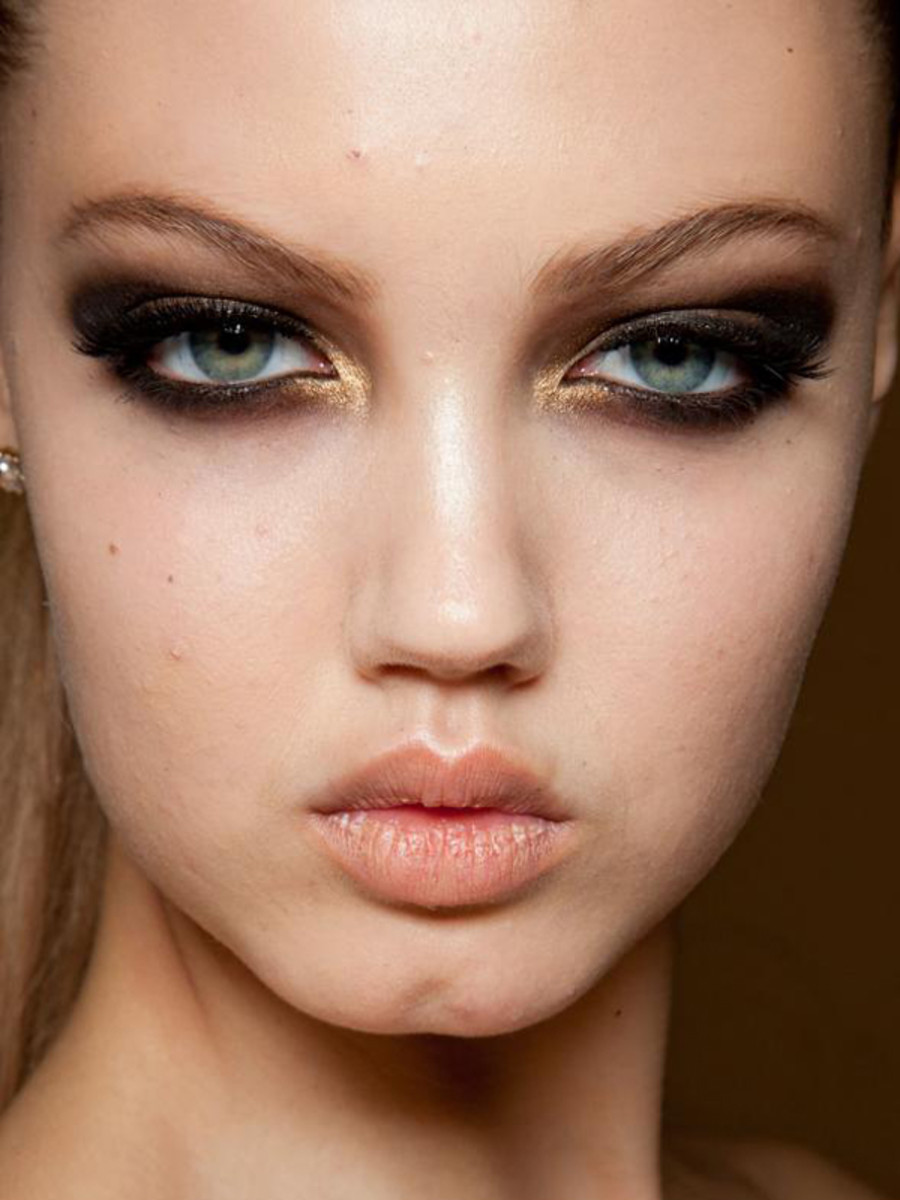 Versace-Haute-Couture-SS12-makeup