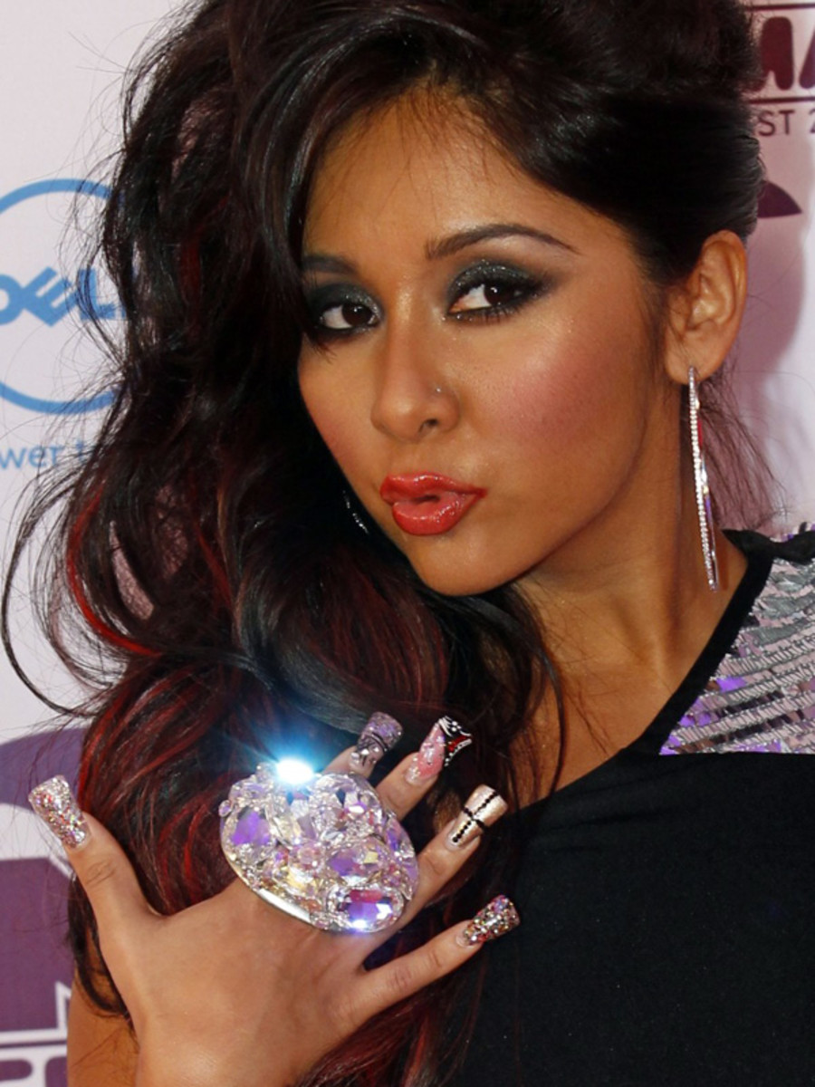 Snooki duck feet nails