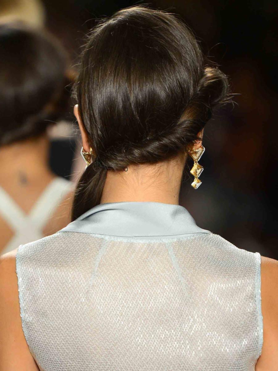 Jenny Packham - Spring 2013 hair - back