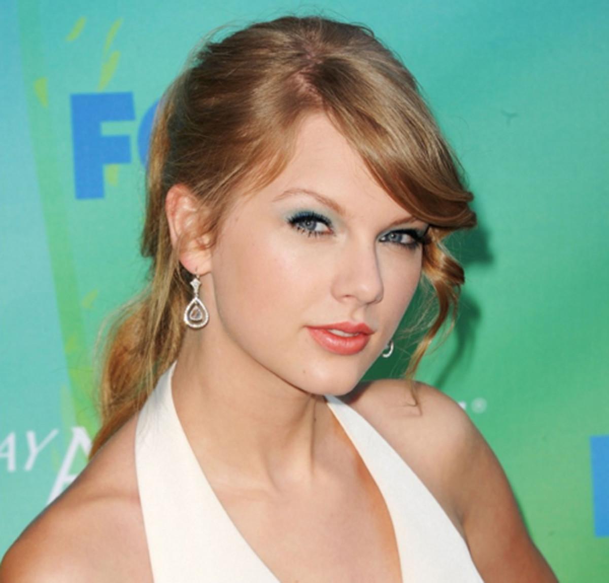 Teen-Choice-Awards-2011-Taylor-Swift-2