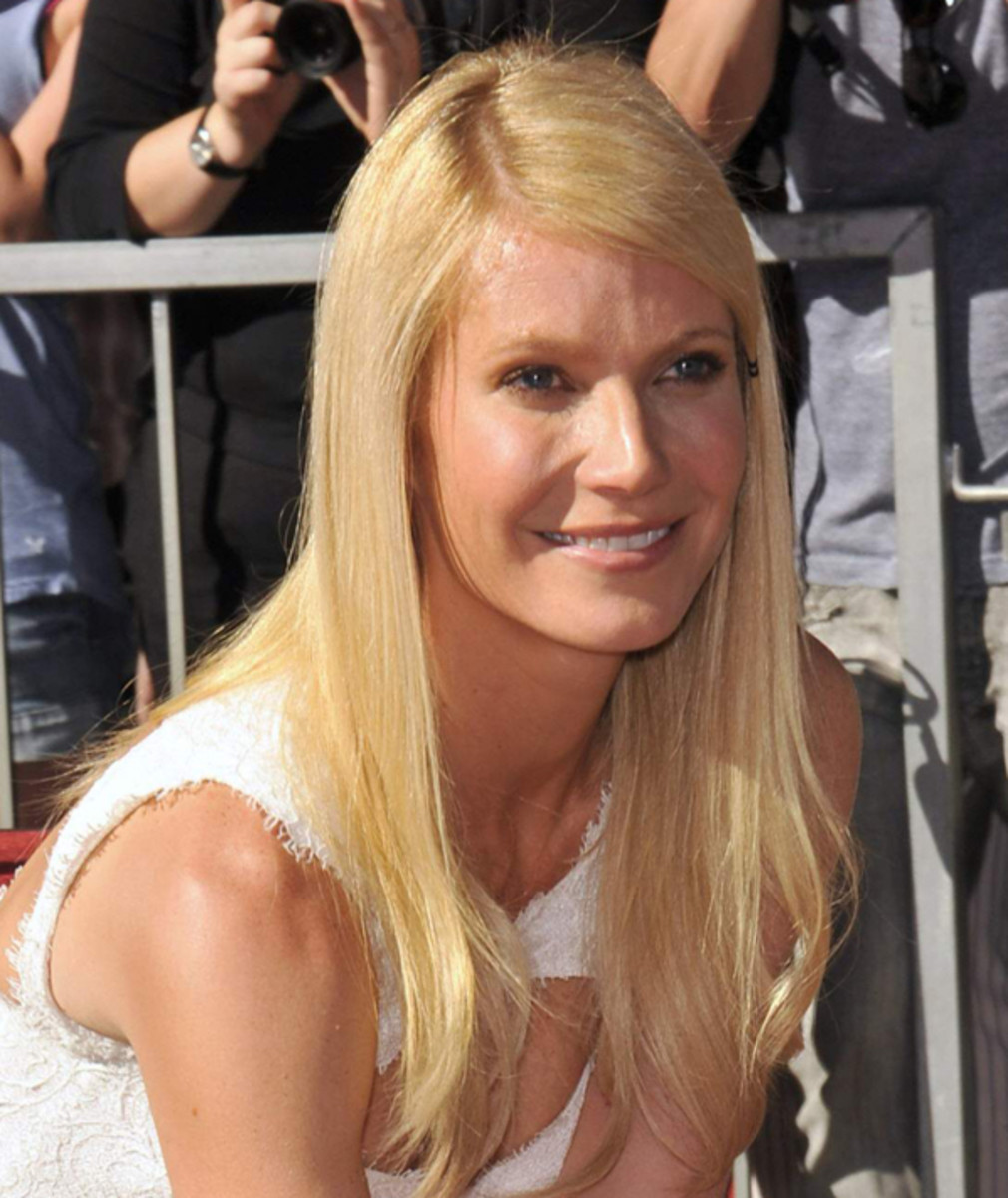 Gwyneth-Paltrow-Hollywood-Walk-of-Fame-2010-frozen-face
