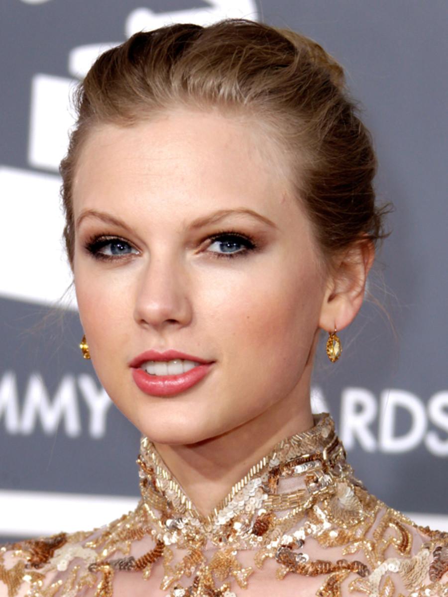 Grammy-Awards-2012-Taylor-Swift